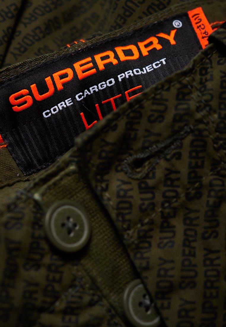 Superdry CORE CARGO LITE - Short - olive