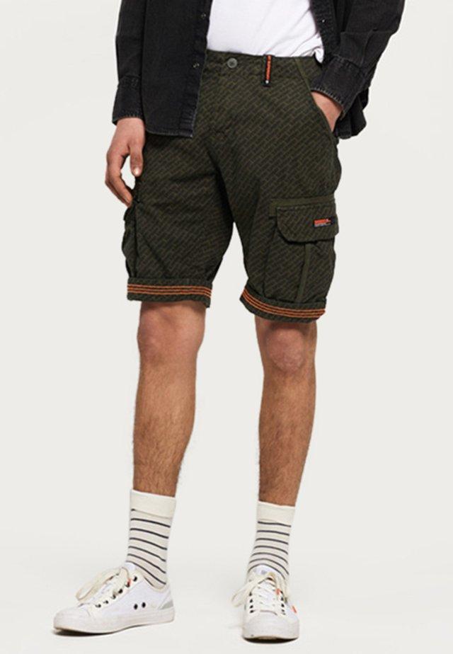 CORE CARGO LITE - Shorts - olive
