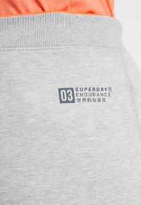 Superdry - ENDURANCE  - Tracksuit bottoms - light grey heather - 3