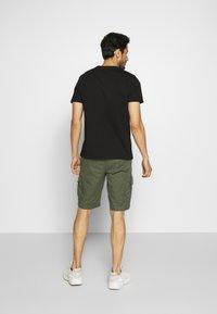 Superdry - CORE CARGO SHORTS - Shorts - draft olive - 2