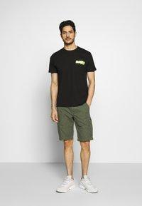 Superdry - CORE CARGO SHORTS - Shorts - draft olive - 1