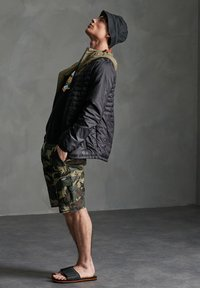 Superdry - CORE CARGO SHORTS - Shorts - army camo - 1