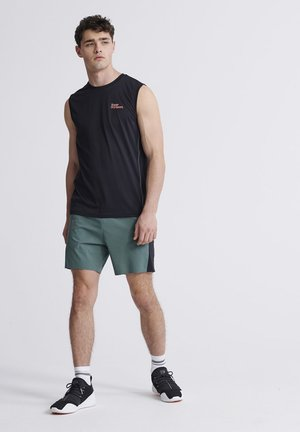 SUPERDRY TRAINING DOUBLE LAYER SHORTS - Shorts - sagebrush green