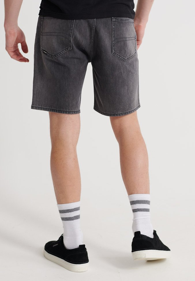 Superdry SUPERDRY 05 CONOR TAPER SHORTS - Shorts di jeans - marlowe washed black