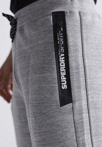 Superdry - SUPERDRY GYMTECH SHORTS - Sports shorts - light grey marl - 2