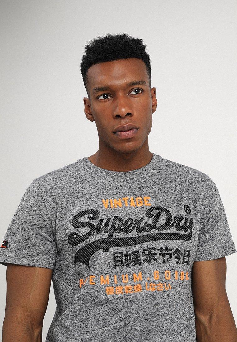 Superdry PREMIUM GOODS DUO TEE - T-shirt imprimé flint grey grit
