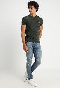 Superdry - ORANGE LABEL - T-shirt basic - adventure khaki - 1
