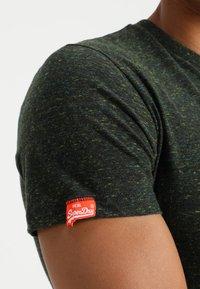 Superdry - ORANGE LABEL - T-shirt basic - adventure khaki - 5