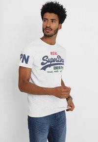 Superdry - VINTAGE LOGO TRI TEE - Print T-shirt - ice marl - 0