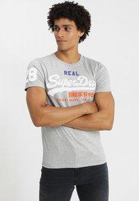 Superdry - VINTAGE LOGO TRI TEE - T-shirt print - montana grey grit - 0