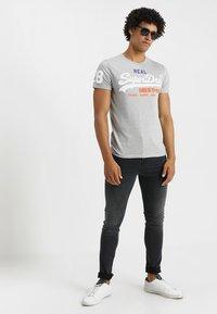 Superdry - VINTAGE LOGO TRI TEE - T-shirt print - montana grey grit - 1