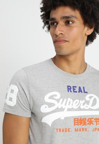Superdry - VINTAGE LOGO TRI TEE - T-shirt print - montana grey grit - 4