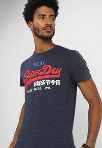Superdry - VINTAGE LOGO TRI TEE - Print T-shirt - techno navy marl - 4