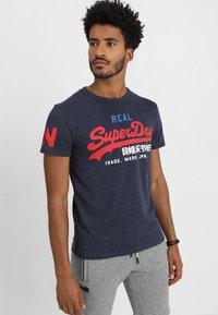 Superdry - VINTAGE LOGO TRI TEE - Print T-shirt - techno navy marl - 0