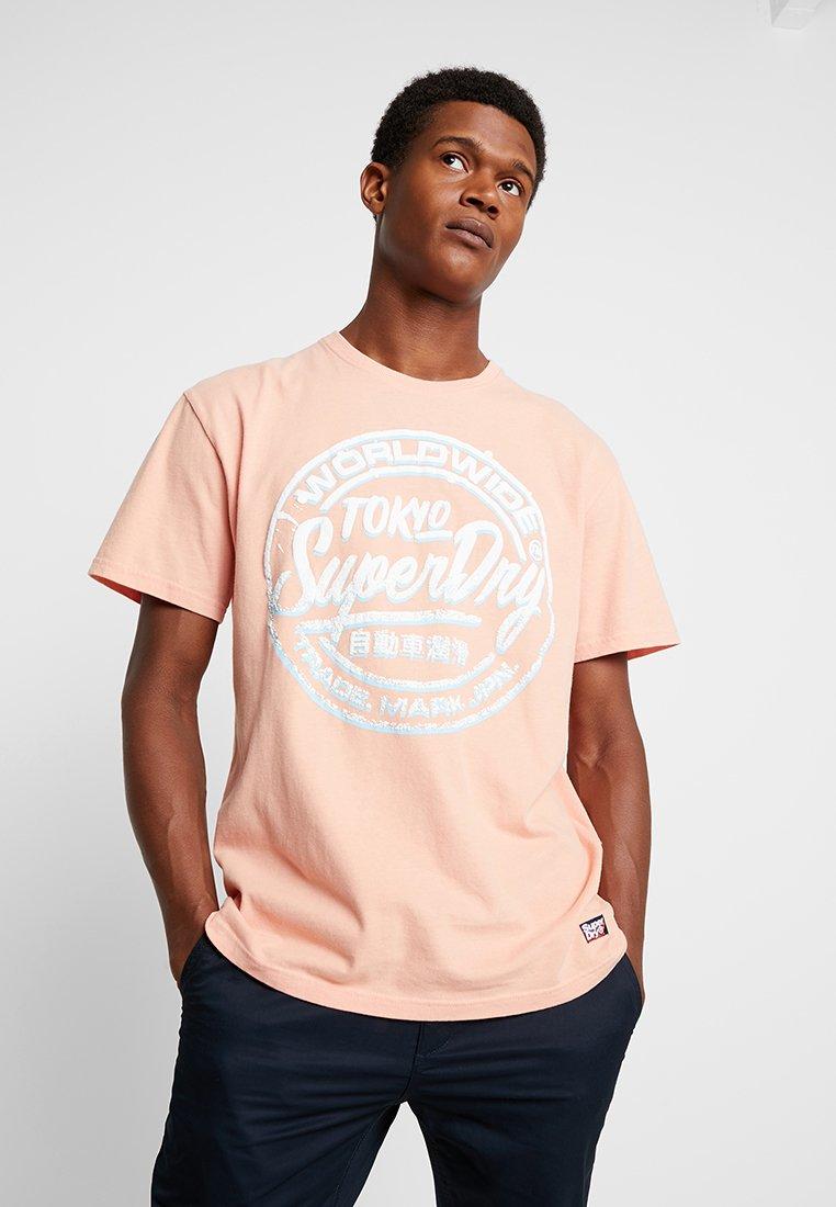 Superdry - WORLDWIDE TICKET - T-Shirt print - antique peach