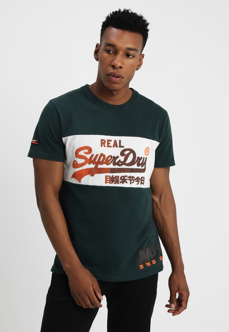 Superdry - VINTAGE LOGO PANEL TEE - Print T-shirt - highland green/ice marl
