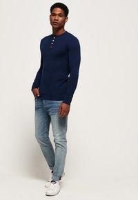 Superdry - HERITAGE GRANDAD - Långärmad tröja - blue - 1