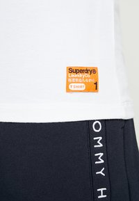 Superdry - SLIM TEE 3 PACK - Basic T-shirt - laundry white - 4