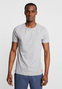 Superdry - SLIM TEE 3 PACK - T-shirts - laundry grey grit/laundry black/laundry white - 1