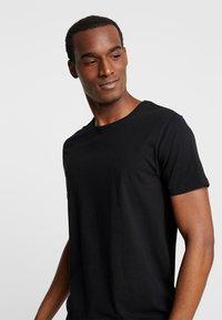 Superdry - SLIM TEE 3 PACK - T-shirt basic - laundry grey grit/laundry black/laundry white - 4