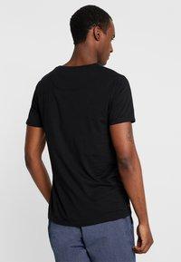 Superdry - SLIM TEE 3 PACK - T-shirts - laundry grey grit/laundry black/laundry white - 2
