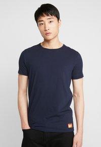 Superdry - 2 PACK - Basic T-shirt - laundry navy/laundry black feeder - 1