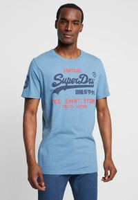 Superdry - SHOP DUO MID TEE - Print T-shirt - antique blue - 0