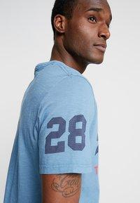 Superdry - SHOP DUO MID TEE - Print T-shirt - antique blue - 5