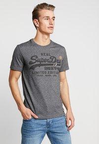Superdry - VINTAGE LOGO FERO TEE - Print T-shirt - black grit - 0
