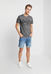 Superdry - VINTAGE LOGO FERO TEE - Print T-shirt - black grit - 1