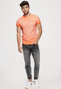 Superdry - LOW ROLLER - T-shirt print - orange - 1
