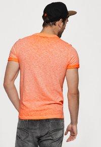 Superdry - LOW ROLLER - T-shirt print - orange - 2