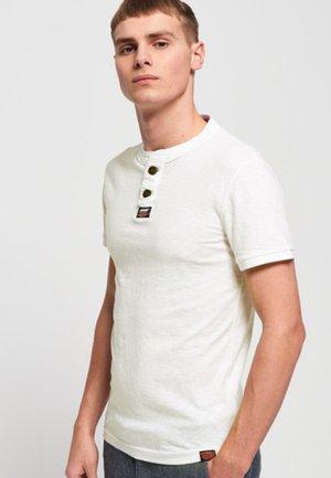 MIT KURZEN ÄRMELN - T-shirt - bas - white