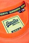 Superdry - LIMITED ICARUS - T-Shirt print - orange