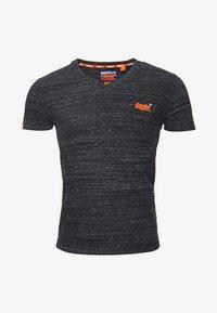 Superdry - MIT STICKEREI AUS DER ORANGE LABEL KOLLEKTION - T-shirt imprimé - black - 5