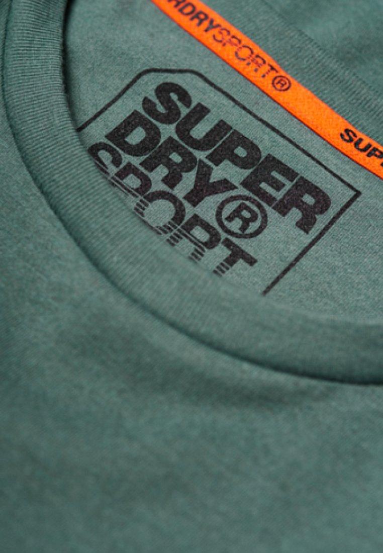Olive Mit Stampa GrafikT Con Cool Superdry shirt 5j3c4qSRLA