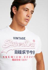 Superdry - PREMIUM GOODS OUTLINE TEE - Printtipaita - white - 3