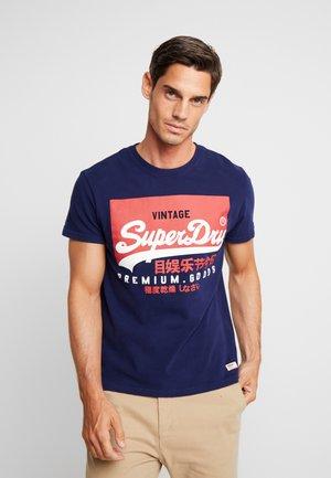 VINTAGE LOGO TEE - Print T-shirt - patriot navy
