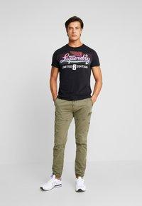Superdry - ICARUS BLEND LITE TEE - Print T-shirt - black - 1