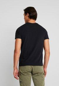 Superdry - ICARUS BLEND LITE TEE - Print T-shirt - black - 2