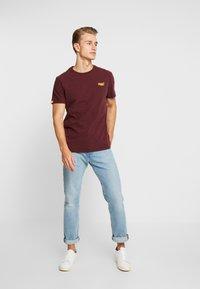 Superdry - VINTAGE EMBROIDERY TEE - T-shirt print - buck burgundy marl - 1