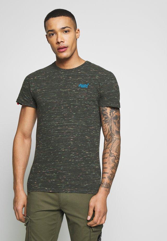 VINTAGE EMBROIDERY TEE - T-shirt print - desert drab space dye