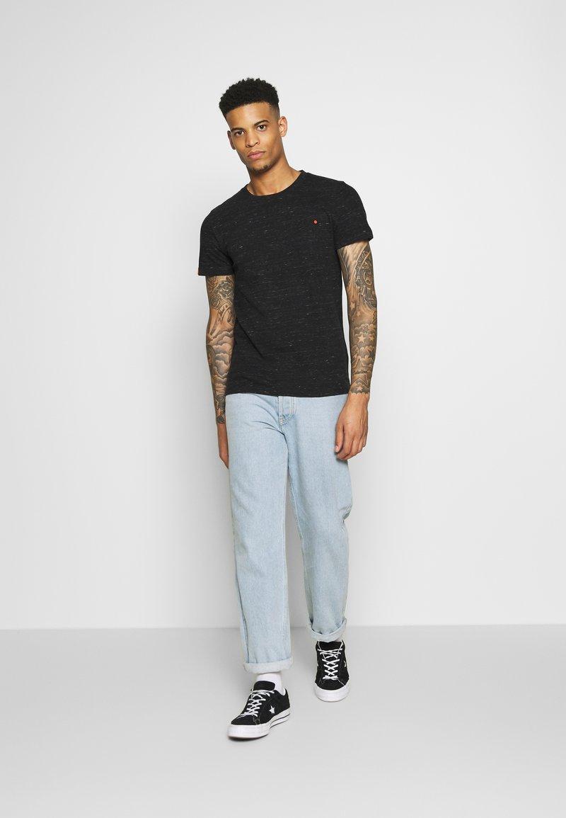 Superdry VINTAGE EMBROIDERY TEE - T-shirts med print - vast black space dye