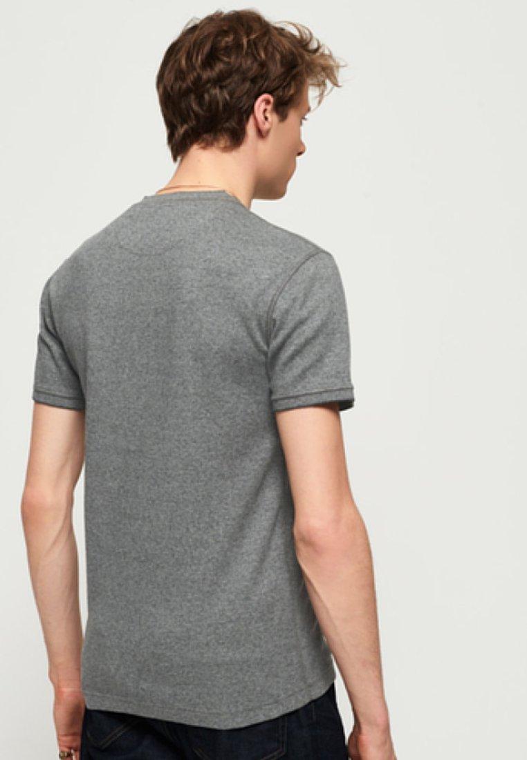 Superdry T Grey Feeder BasiqueCarbon shirt TkuXZwPOi
