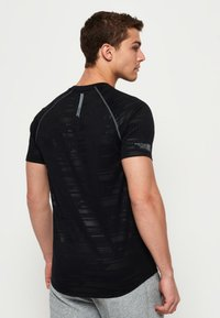 Superdry - T-shirt con stampa - black - 2