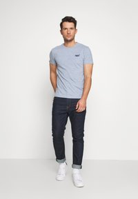 Superdry - LABEL VINTAGE TEE - Camiseta básica - flint blue grit - 1