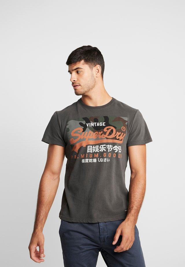 PREMIUM GOODS CAMO TEE - T-shirts med print - vintage black