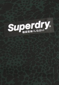 Superdry - CAMO INTERNATIONAL TEE - T-shirt con stampa - enamel green - 5