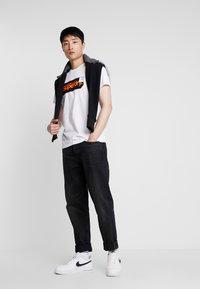 Superdry - CORE LOGO TAG TEE - T-shirt imprimé - optic - 1