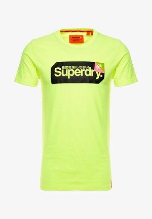 CORE LOGO TAG TEE - T-shirt print - highlight yellow